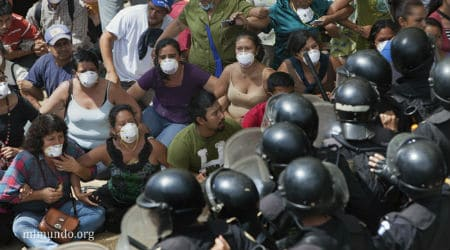 A community roadblock 'La Puya' in Guatamala resists the El Tambor mine. Credit: mimundo.org