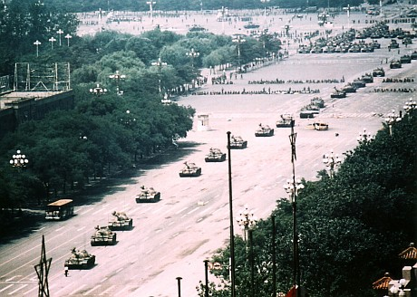 A long view of the 'Tank Man' near Tiananmen Square in 1989. (Credit: Stuart Franklin / cc / wikimedia)