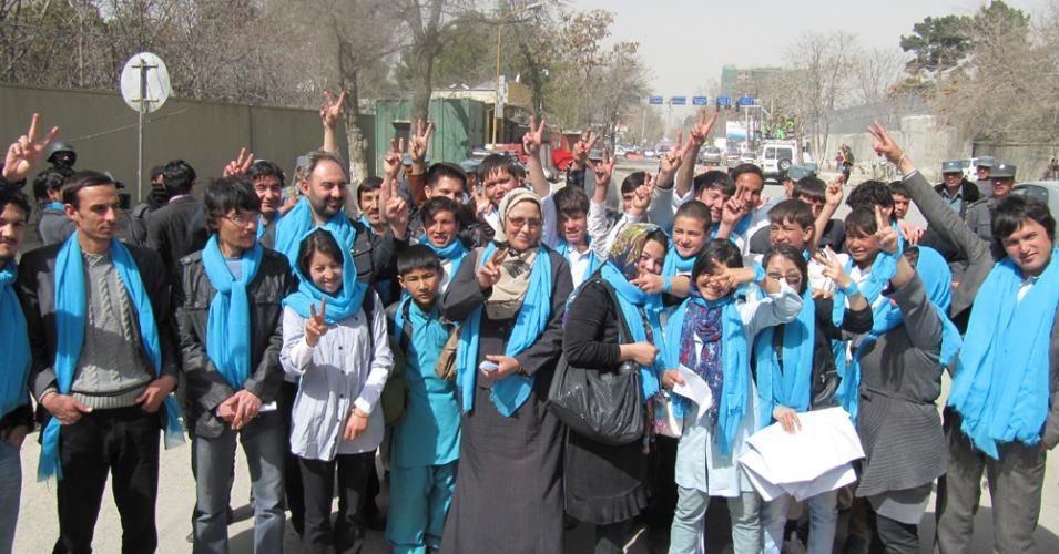 A peace walk led by 'Our Journey to Smile' and supported by members of Afghan Peace Volunteers and Creative Voices for Nonviolence in Kabul in 2011, expressing desire to live without wars. (Photo: VCNC)