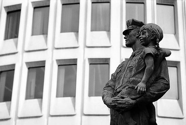 Police Statue in Philly (Jeremy Evans Thomas @ flickr.cc)